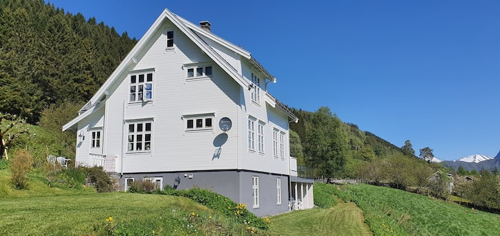Irenegarden - Fjord view holiday home