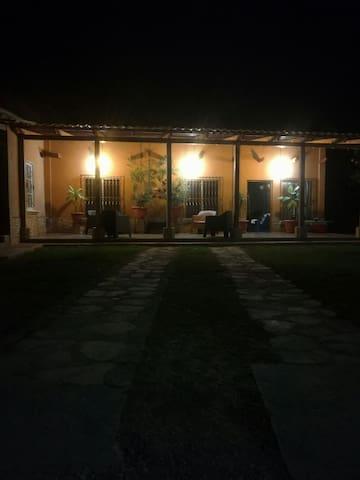 Hospedaje económico con parqueo - Flores - Apartment