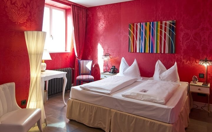 "Charming double room ""Classic"" in Botique Hotel nesteled in culture and cusine on the ""bohemian"" Naschmarkt - Vienna aficionados welcome"