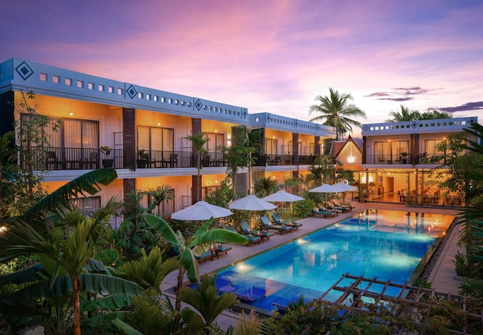 Suite Room 2 Adults, Pool View @ Resort D' Popular