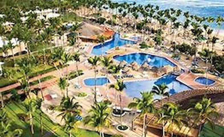 Sirenis Punta Cana aquagames Casino All Inclusive