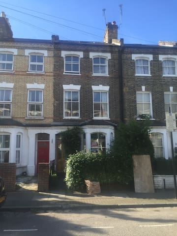 Fantastic House in Islington, London, sleeps 6-8 - London - Hus