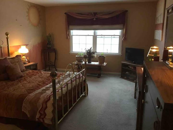 Quiet Upscale Neighborhood - Bedroom #1