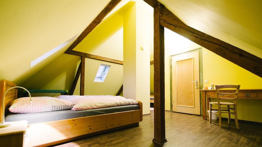 Charming Tower Room - Hochdorf-Assenheim - บ้าน