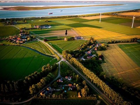 Huisje op Bioboerderij, kust, polder en rust