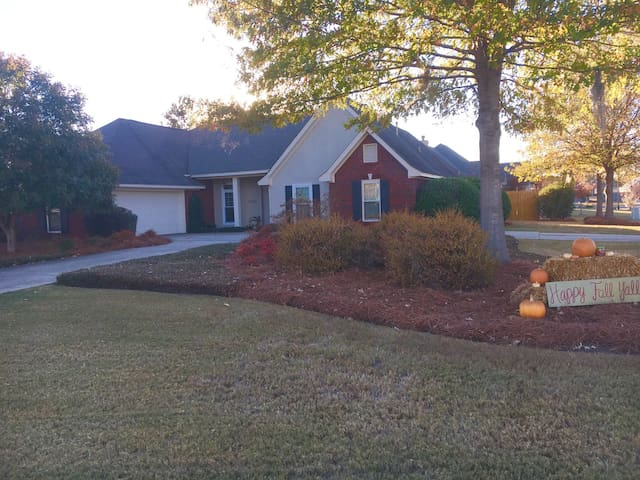 Family Friendly w\ Plenty of Space - Montgomery - House