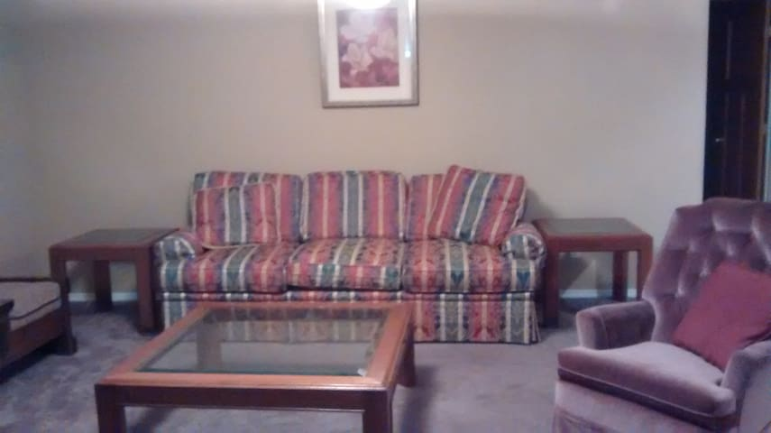 Rent rooms in central Suite 3 beds 1 min CTrain - Calgary - House