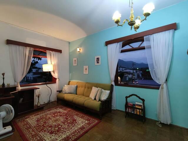 Charmoso Apartamento no Centro de Cruzeiro