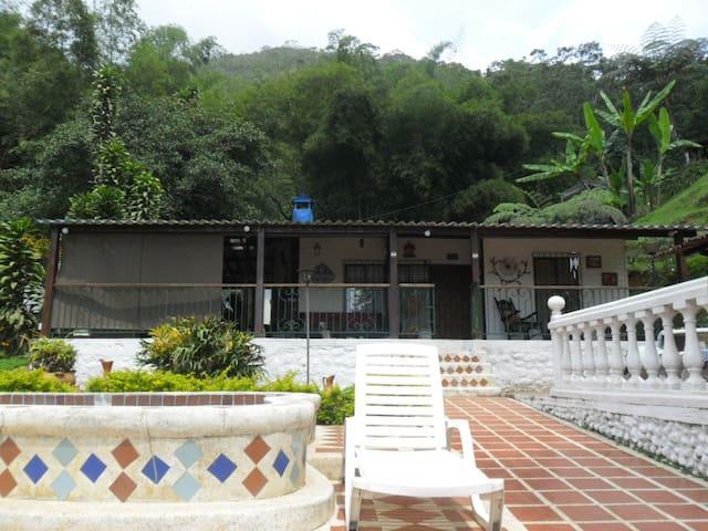cabana en finca a 23 kms de cali - Tocota - Kulübe