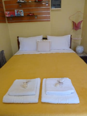 Duble bed queen size with sheets,blankets, pilows and towels for two.
