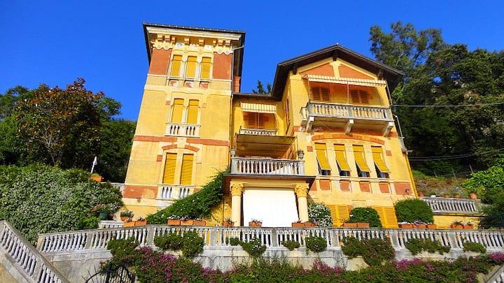Prominent villa on beach promenade! Villa Ambra