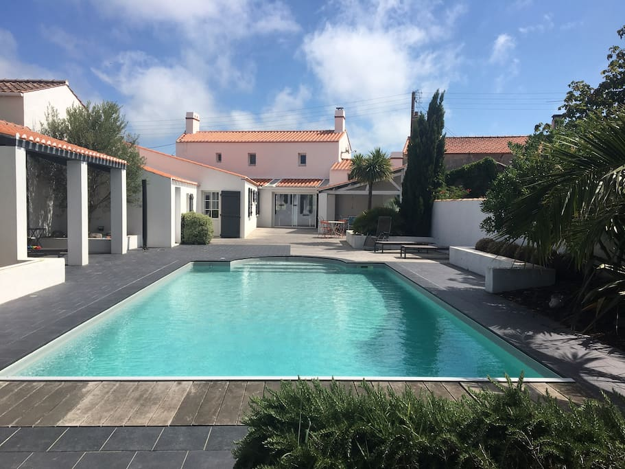 villa avec piscine priv e et grand jardin villas for rent in noirmoutier en l 39 le pays de la. Black Bedroom Furniture Sets. Home Design Ideas