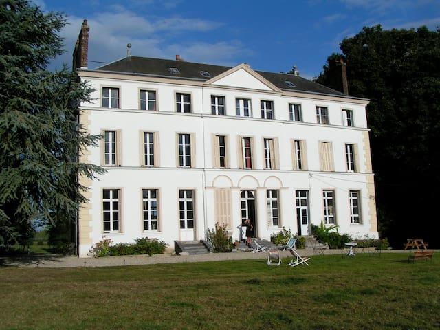 Château mit Charme im grünen Paradies