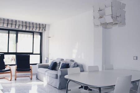 Familiar Apartamento  de playa: parking + aire ac.
