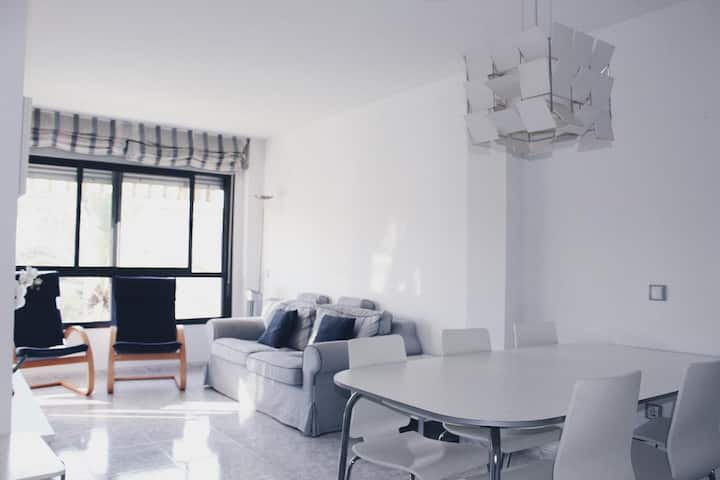 Familiar Apartamento  de playa: parking + aire ac.