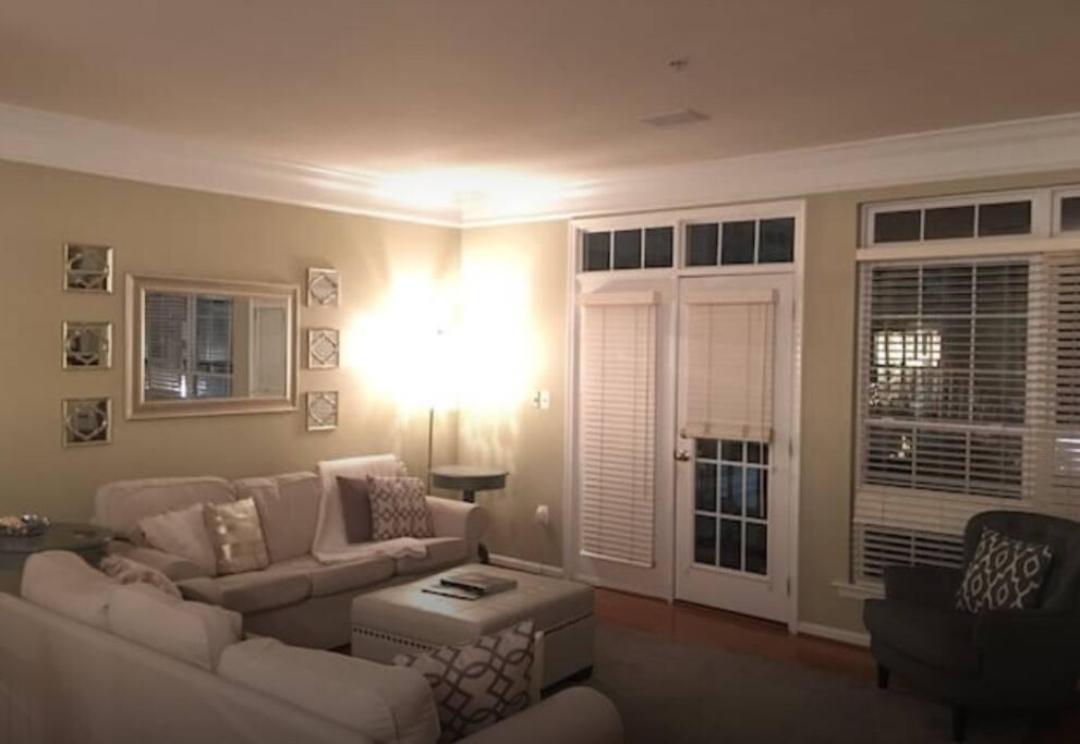 Living room w deck