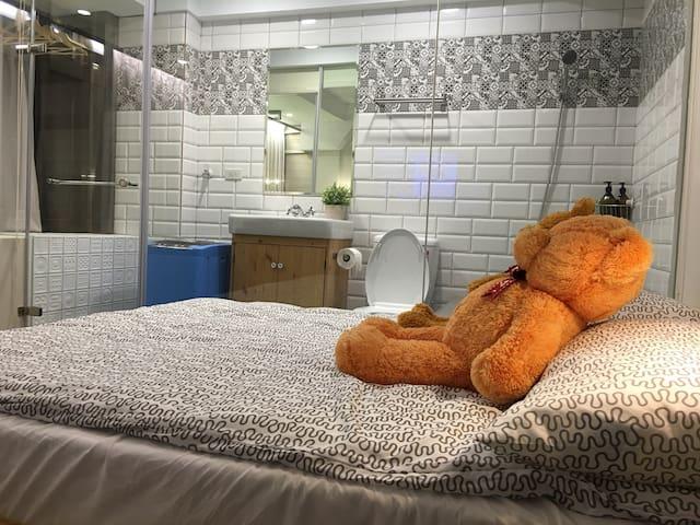 N1中心西門購物SOLO旅,全新精緻裝潢獨特文創衛浴空間原木大景觀城景 - 台北市