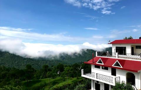 Casa Montaña - 02 Bedroom Cottage in Dagshai Hills