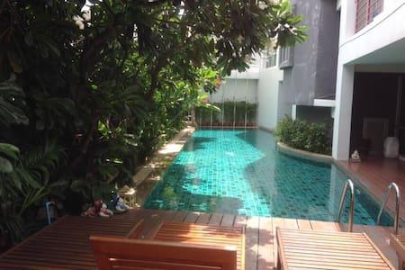 Nice, clean & quiet one bedroom, near khaosarn rd - Bangkok - Apartament