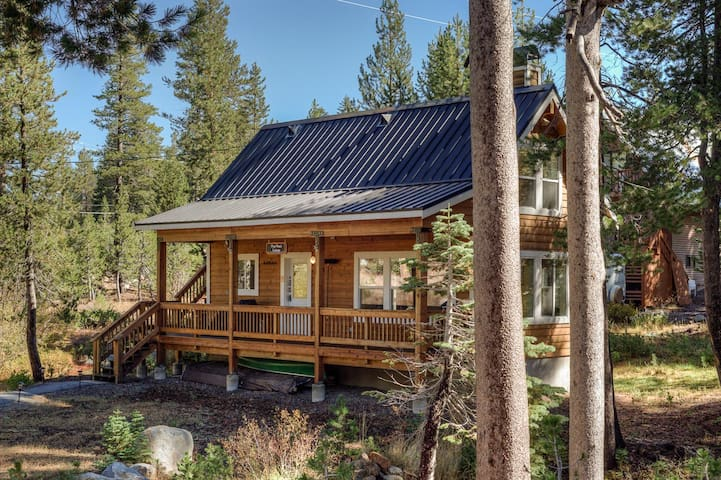 Secluded Serene Lakes Cottage - Soda Springs