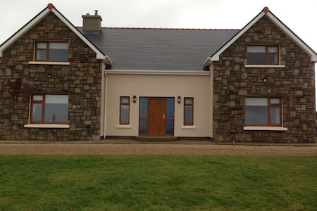 Spacious room with private bathroom - Corclough East - House