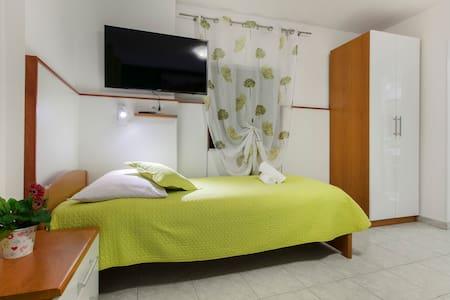 Vila Marija-Studio 6 - Skradin - Bed & Breakfast