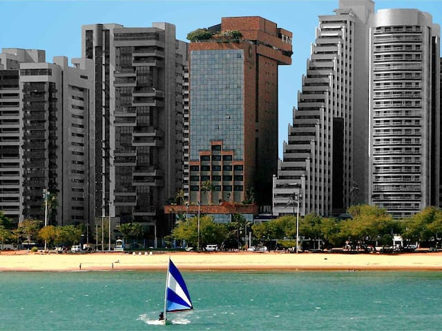 Flat Amplo de 2 quartos na Beira Mar de Fortaleza