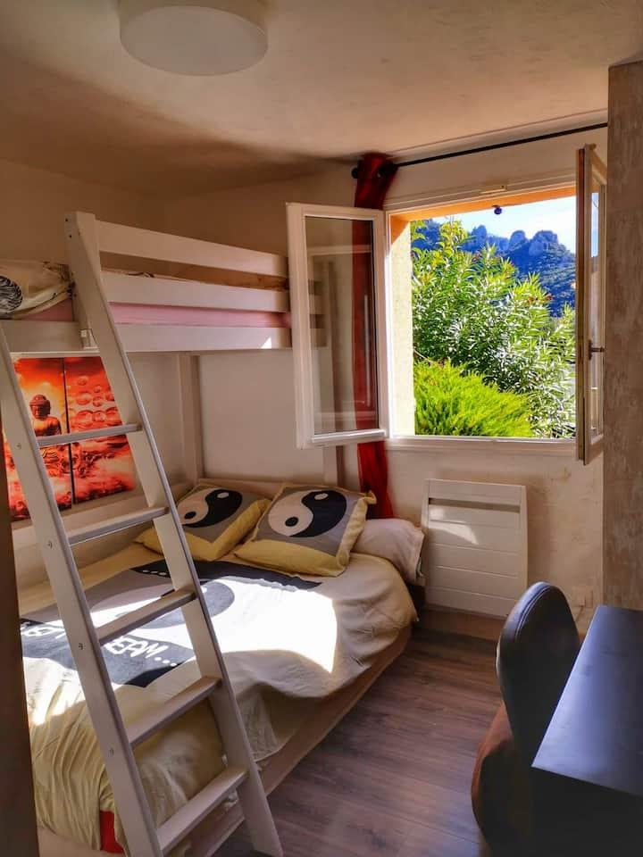 Chambre villa avec piscine, entre mer et montagne