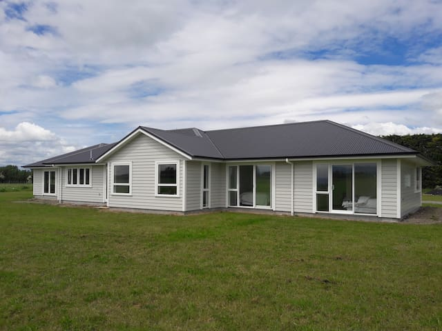 Modern Rural Home Close to Masterton - Masterton
