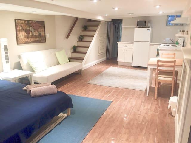 Stylish Suite w/ kitchen, laundry.  Beach Toronto