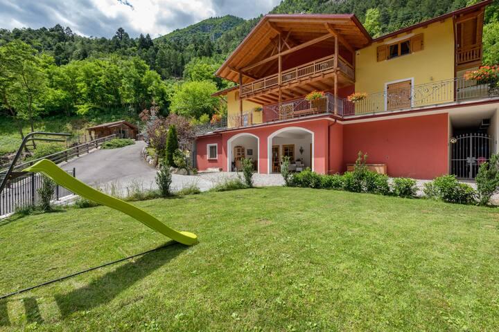 Accommodatie met wellnesscentrum in Val di Sole, op 1 km van de skibus