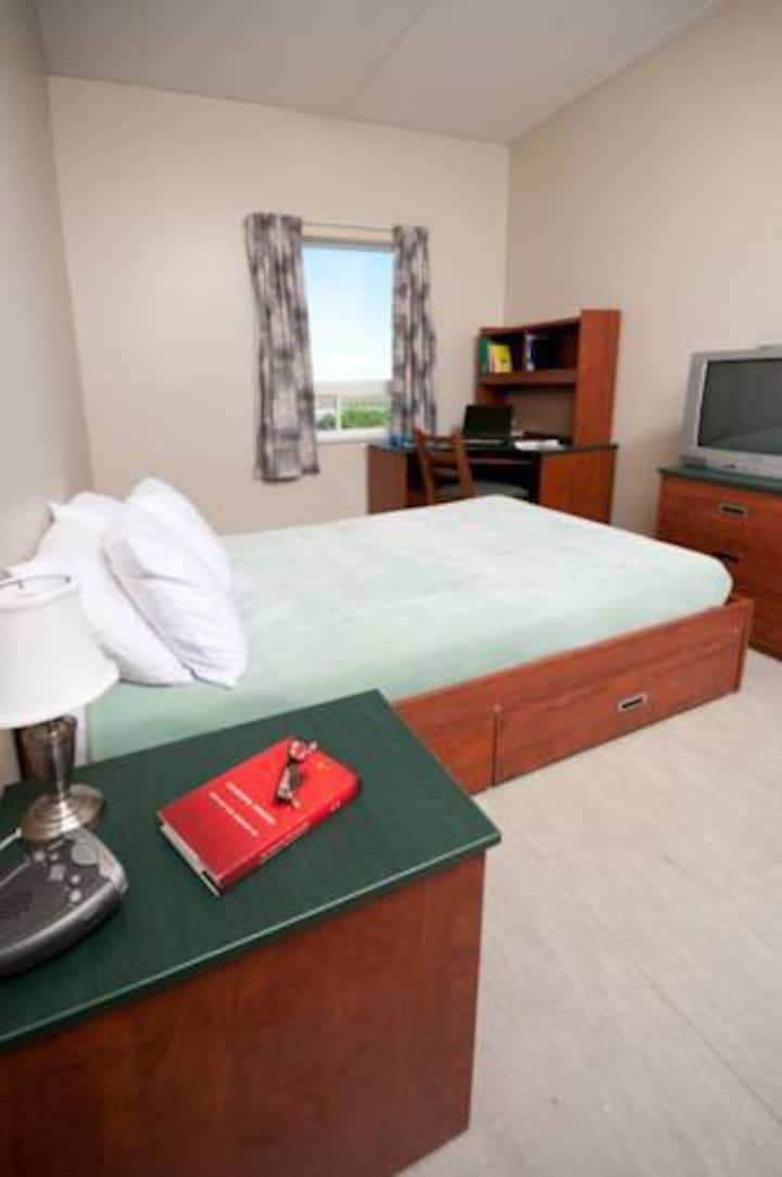 Backpacker Student @ University of Prince Edward Island - Private Single Room