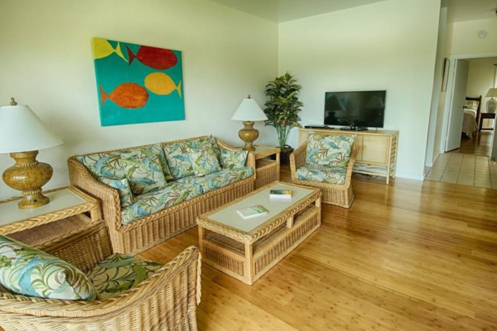 Living and dining areas looking out to lanai and pool