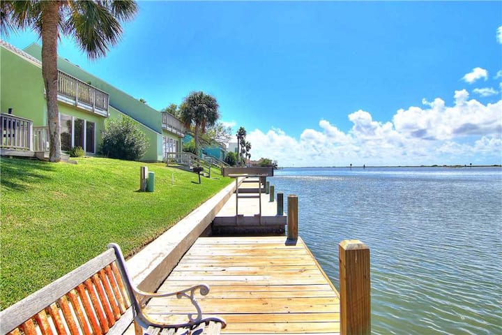 "Coco Loco! Soak up the TEXAS SUN, and catch some REDS at ""COCO LOCO"" 3/2 WATERFRONT Condo"