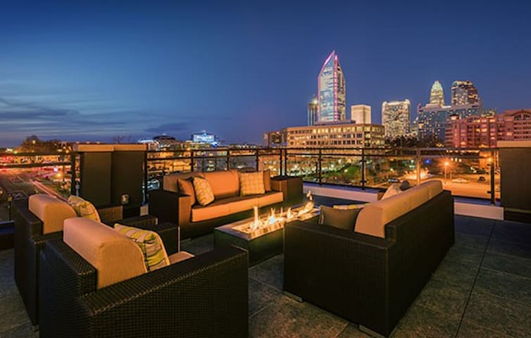 Centrally Located Luxury Apartment - Charlotte