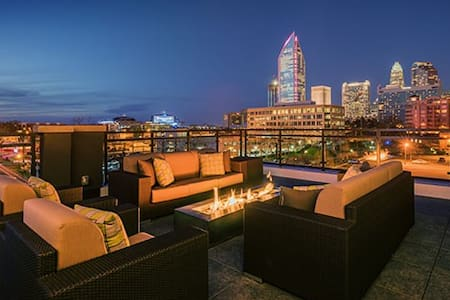 Centrally Located Luxury Apartment - Charlotte - Apartment