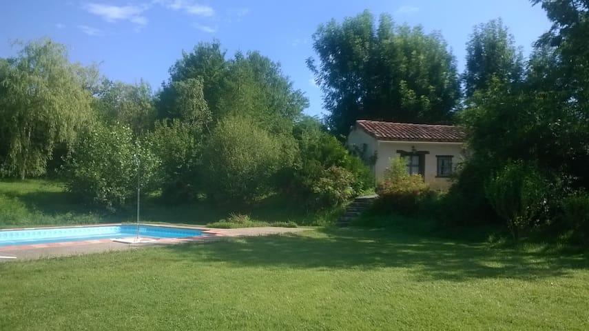 Gîte rural avec piscine 4/6 personnes - Carla-Bayle - Nature lodge