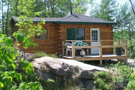 Lakeside Canadian North Log Cabin