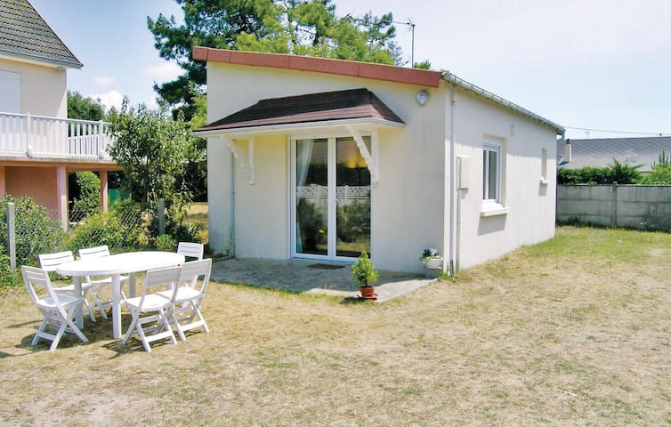 Holiday cottage with 1 bedroom on 35 m² in (Website hidden by Airbnb)