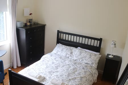 Lovely en-suite room in private home in Sandycove