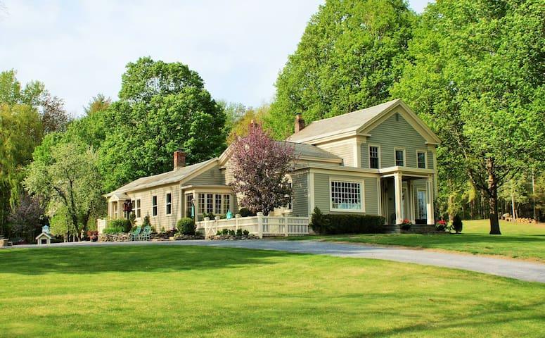 Saratoga Springs Manor House with Pond and Pool - Saratoga Springs - Casa