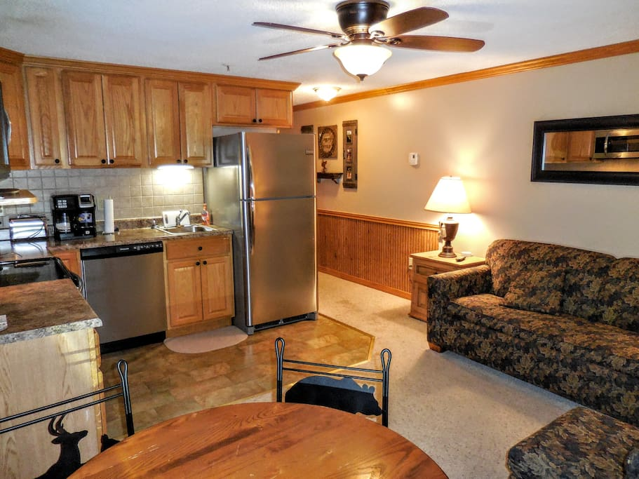 Mountain Lodge 222 - Your Snowshoe home away from home! Clean & cozy!