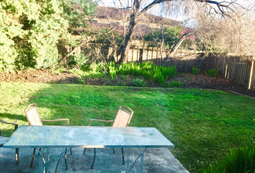 Spacious backyard (includes grill!)