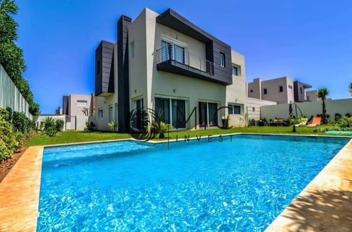 Villa luxueuse avec piscine dans résidence Lila's