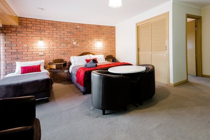 Castlemaine Colonial Motel - Standard Family Room