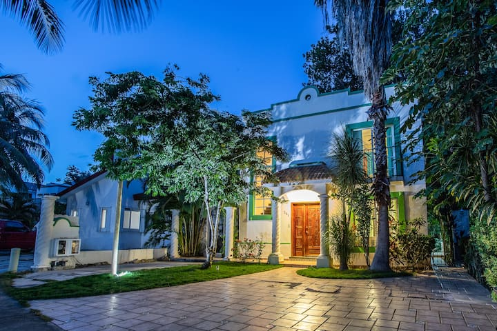 Spacious private comfortable close to the beach!