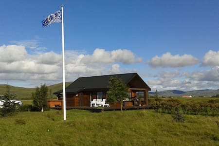 Beautiful countryhouse in south Iceland. Hot tub