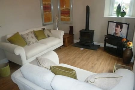 LITTLE BROOK COTTAGE, Bowness on Windermere -  Bowness on Windermere - Ev