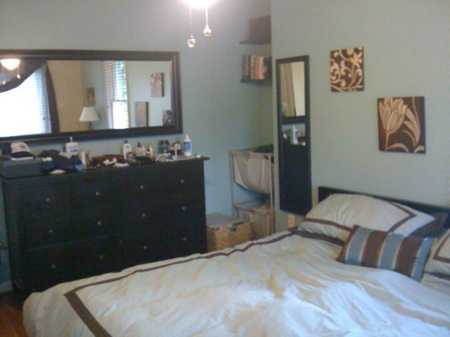Master bedroom - 1 King Size bed