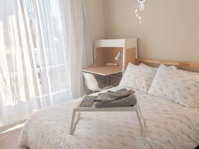 Cozy private bedroom&bathroom Yonge&Bloor+parking - Toronto - Condomínio